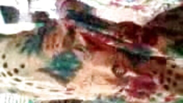 کی تال میں ایک سنہرے بالوں والی کے رقص پر فیلم پورن ایرانی ارکان کے بالوں والے گدی